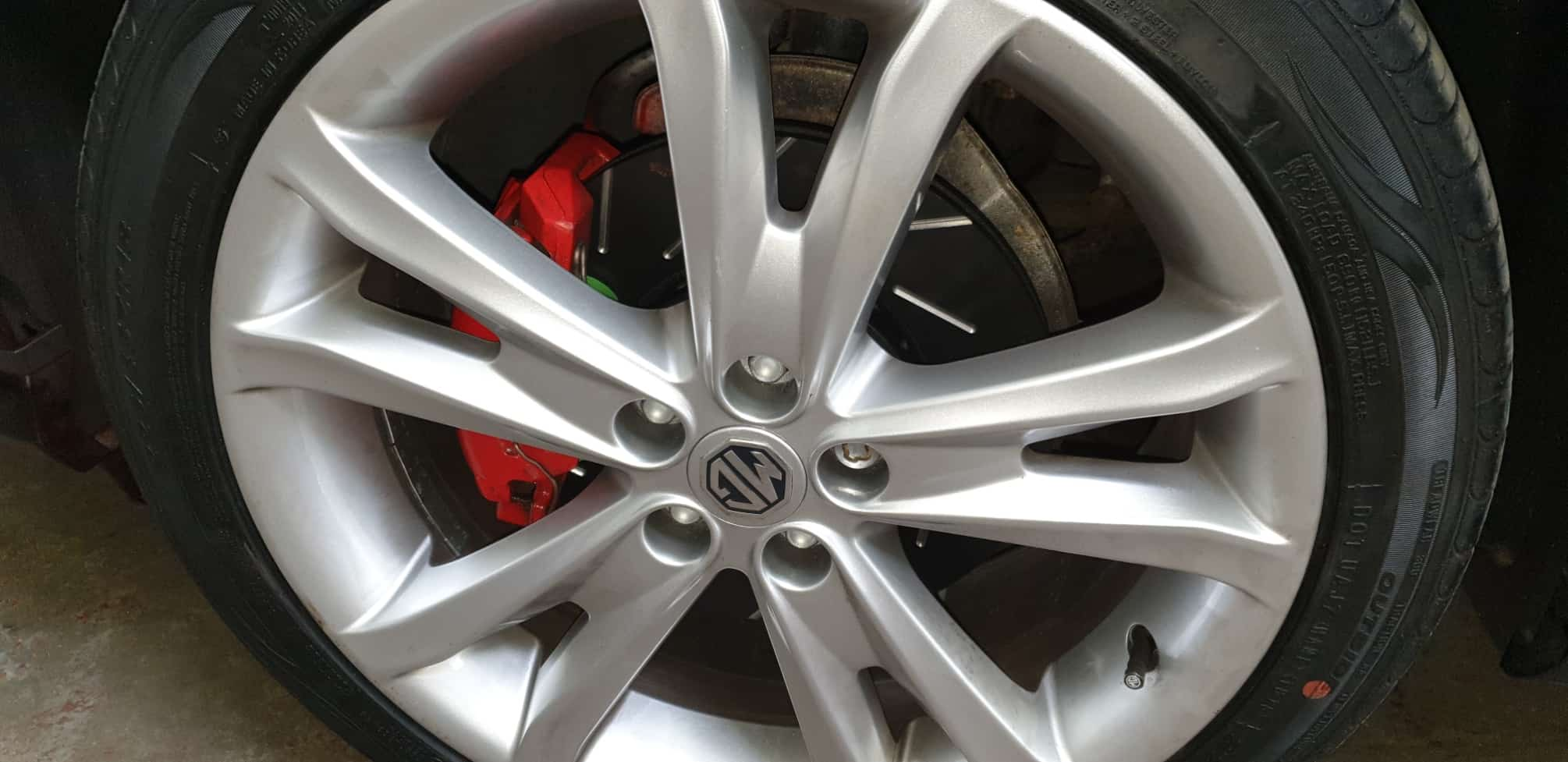 MG6 in for EBC USR slotted brake discs, EBC Green Stuff Pad Fitment, Black Gloss Front Grille install and some tweaks!